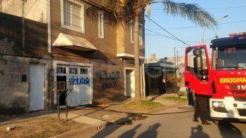 Familiares de los niños que asisten al jardín Ceferino Namuncurá provocaron un incendio dentro de la casa del docente denunciado por abuso.
