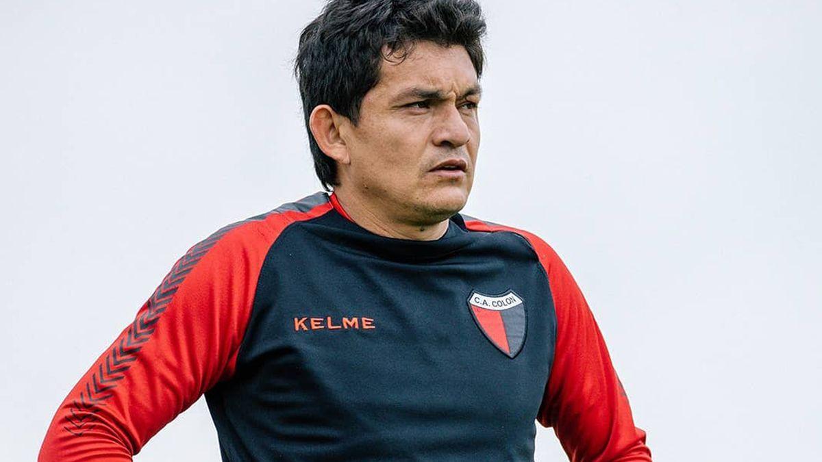 Colón entrena doble turno martes y jueves y el miércoles hacen una práctica de fútbol entre titulares y suplentes.