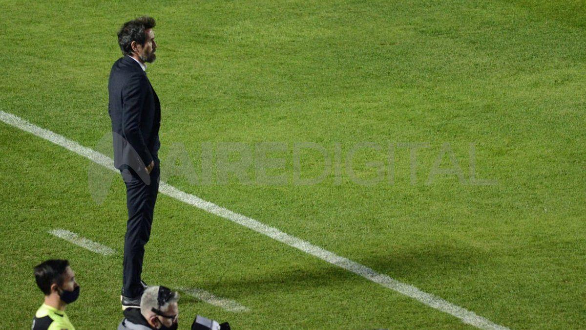 Colón acordó la continuidad de Eduardo Domínguez y el entrenador se qeudaría 18 meses más en Santa Fe.