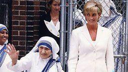 Durante la última década del siglo pasado,Lady Di y la Madre Teresa de Calcuta forjaron una estrecha relación aunque sólo se vieron en dos oportunidades.