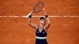 La tenista rosarina, en el primer Grand Slam de su carrera, venció por 2-6, 6-2 y 6-3 a la checa Barbora Krejcikova y está entre las ocho mejores del torneo. Además, se aseguró estar en el Top 70 del ranking WTA.