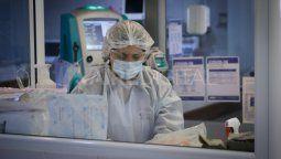 El coronavirus continúa propagándose en la provincia de Santa Fe que, un día después de superar los 100.000 contagios, reportó más de 2.000 nuevos casos y un nuevo récord de muertes vinculadas a la pandemia, tanto en el territorio provincial como en la ciudad capital.