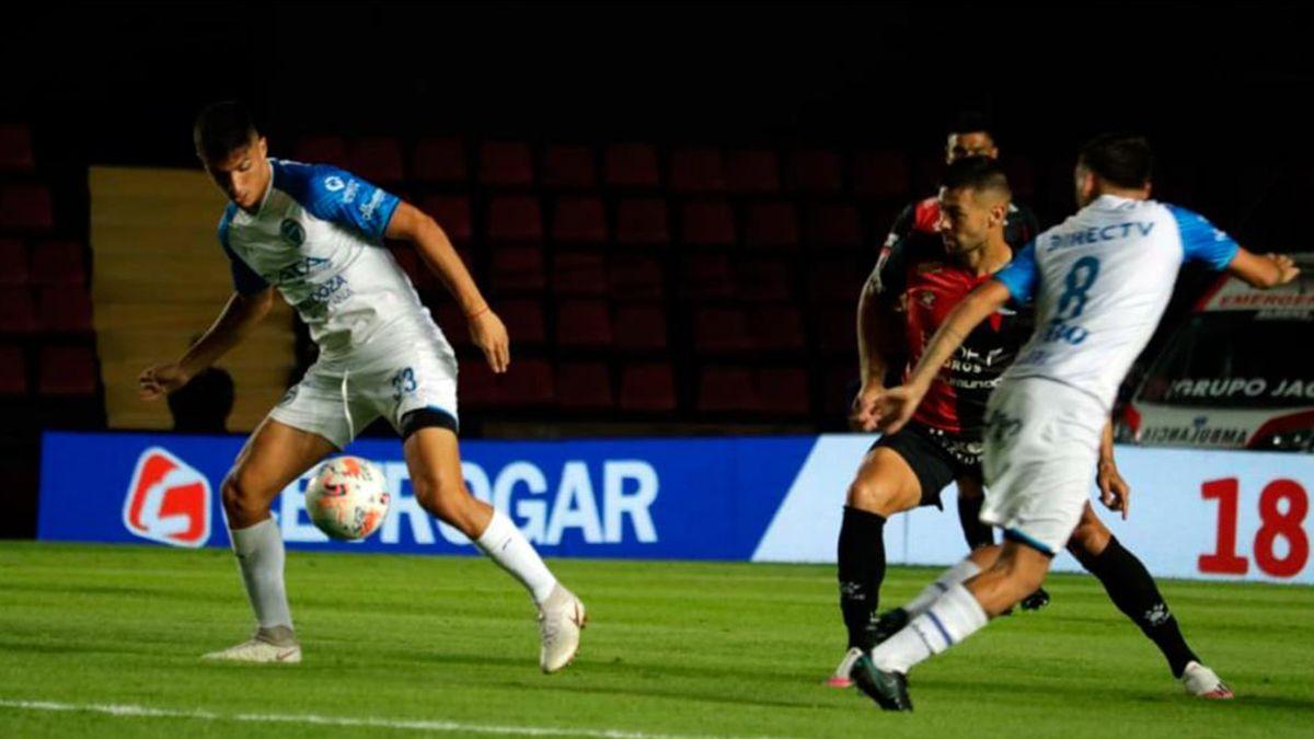 Colón y Godoy Cruz empataron 2-2 en la décima fecha de la Copa de la Liga. El Sabalero sigue siendo líder de la Zona A con 21 unidades.