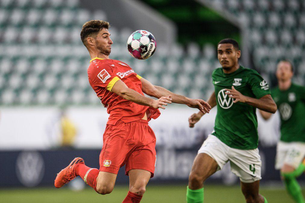 Alario llegó a lois 100 partidos con la camiseta del Bayer Leverkusen en la igualdad ante Wolfsburgo como visitante.