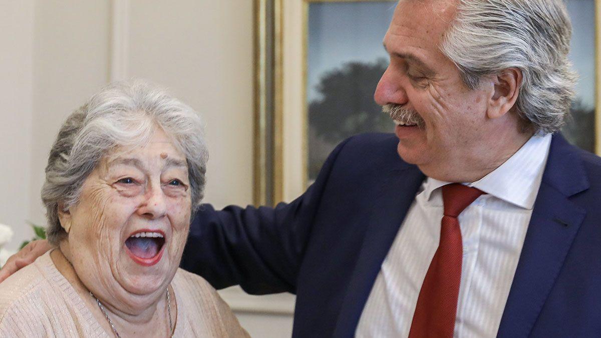 El presidente Alberto Fernández envió un mensajes a las madres en su día y saludó a las referentes de Madres y Abuelas de Plaza de Mayo.