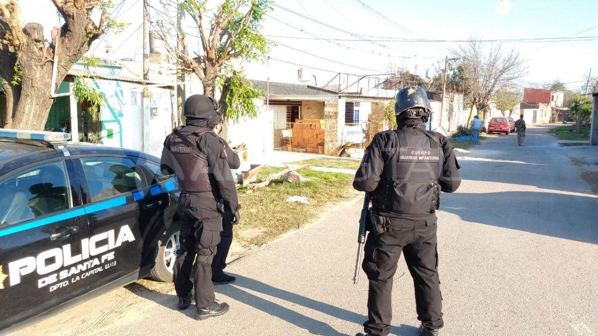 Allanamientos en el barrio Santa Lucía