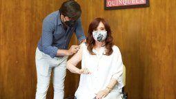 La vicepresidentaCristina Kirchnerrecibió este lunes la primera dosis de la vacuna rusa Sputnik V contra elcoronavirusen el Hospital Presidente Perón de Avellaneda.