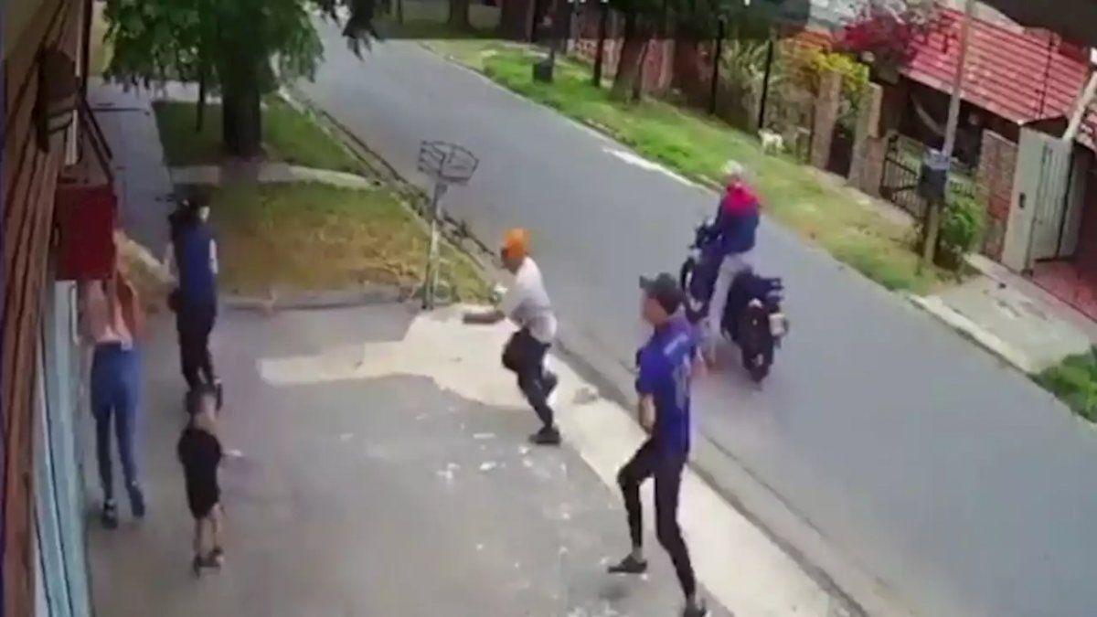 Paliza y asalto a dos mujeres frente a un nene de 2 años