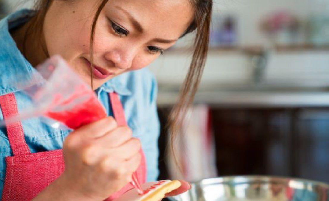Cómo preparar una torta de frutillas y merengue de pistachos