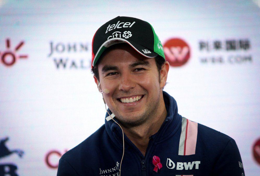 Sergio Checo Pérez atraviesa el período de aislamiento entrenando y cocinando tras convertirse en el primer piloto de la Fórmula 1 en dar positivo de coronavirus.