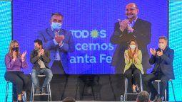 Con el mensaje de cierre del Gobernador Omar Perotti y el precandidato a senador Marcelo Lewandowski, desde Rosario, la lista Celeste y Blanca del Frente de Todos cerró la campaña para las PASO de este domingo 12 de septiembre con un acto en el Camping ATSA en la localidad de Sauce Viejo.