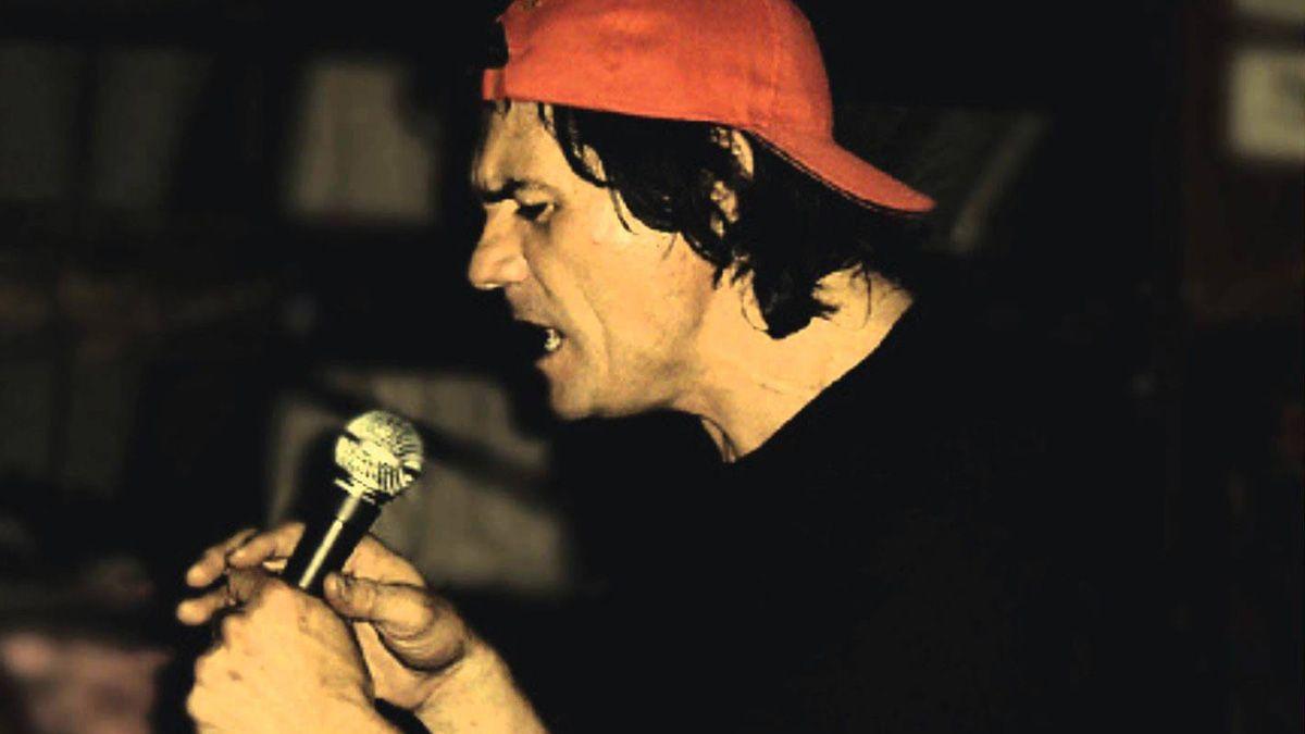 """Su paso por Sumo quedó registrado en el disco """"Corpiños en la madrugada"""", un álbum no oficial que solía venderse en formato de cassette en los shows del grupo y que, años más tarde, cuando el grupo alcanzó renombre, se reeditó en CD."""