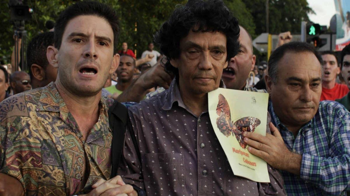 Reinaldo Escobar (centro) es un periodista independiente cubano que intenta contar lo que sucede en su país