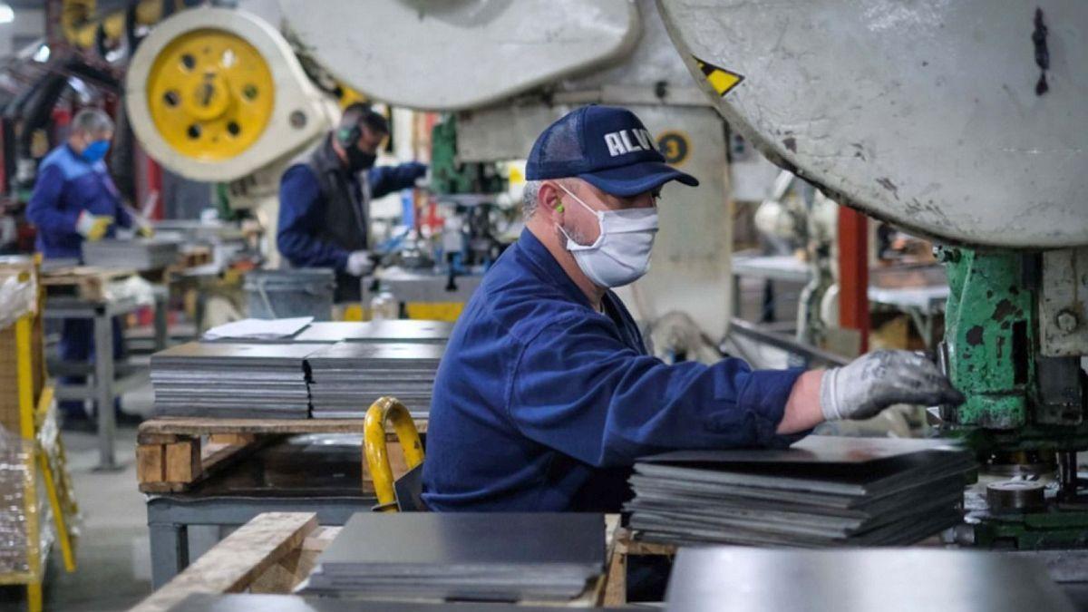 El Gobierno lanzó el Repro II que pagará $ 9.000 por trabajador.