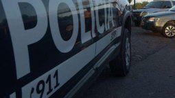 Una mujer se convirtió en víctima de un robo este jueves a la mañana en un barrio de Mendoza cuando tres delincuentes la sorprendieron en el interior de su vivienda. Los delincuentes encerraron a la víctima de 63 años en el baño y le robaron 150 mil pesos.