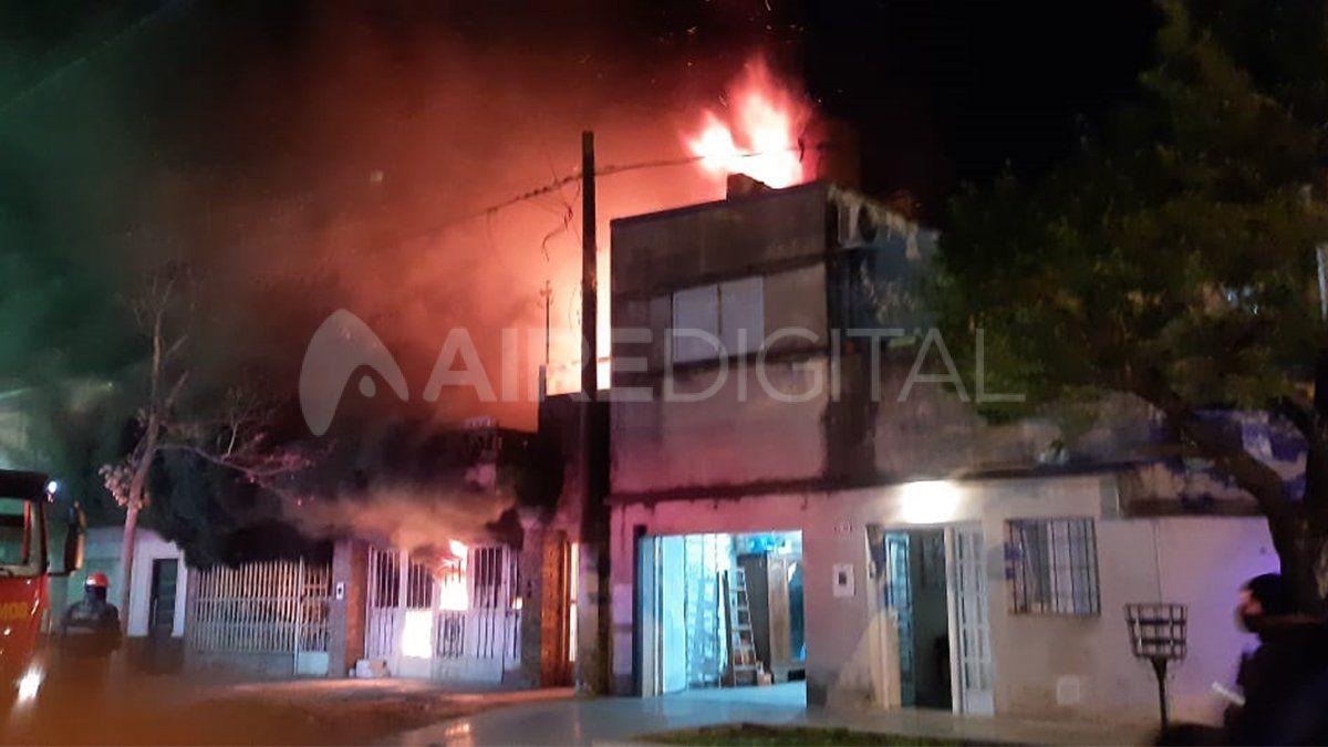 Incendio en una casa de J.P. López 3300