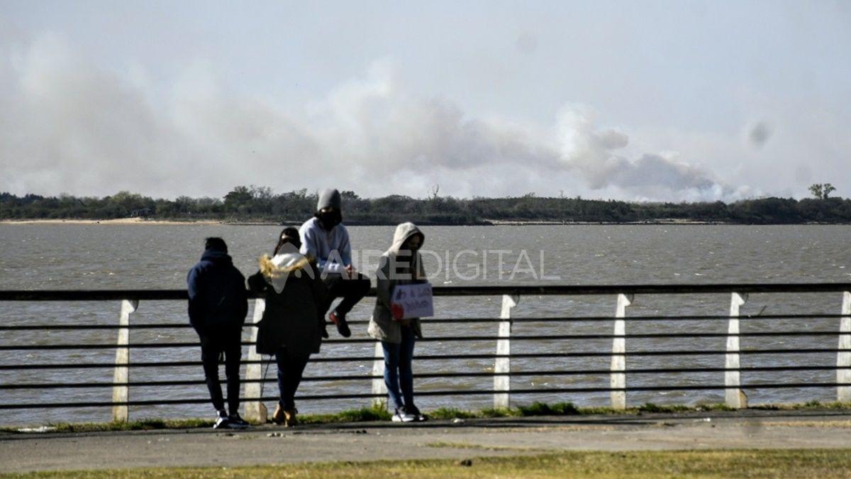 La quema de pastizales en las islas del delta del Paraná provocó una serie contaminación del aire en la ciudad de Rosario.