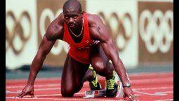 El atleta nacido en Jamaica y nacionalizado canadiense Ben Johnson, protagonizó uno de los escándalos deportivos más rutilantes en la historia de los Juegos Olímpicos.