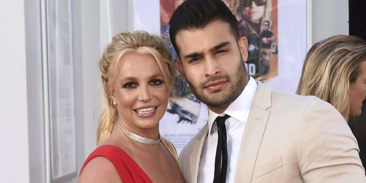 La cantante compartió la noticia en su cuenta de Instagram y mostró la alianza que le regaló su futuro marido.