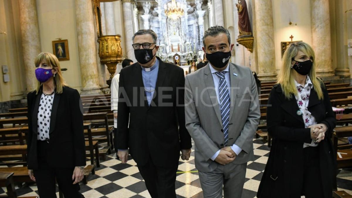 El intendente de Rosario en la ceremonia religiosa por el día de la ciudad que se celebra este miércoles