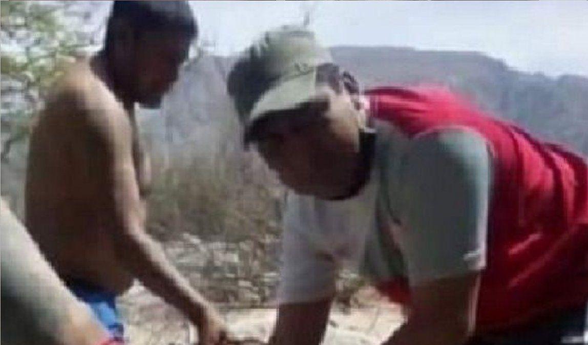 Un aberrante hecho tiene conmocionado a todo Cafayate. Se trata de la violación en grupo de un hombre.Violación que los atacantes registraron en video y luego viralizaron a través de las redes sociales.