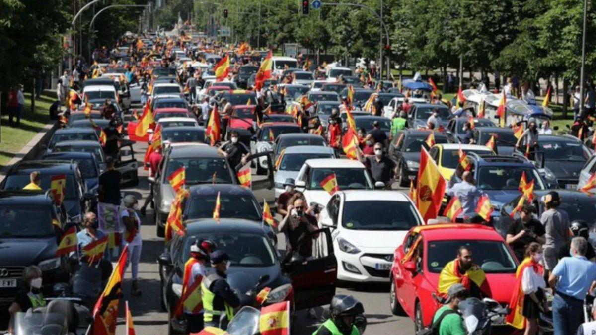 Al igual que en la Argentina, la ultraderecha convoca a movilizaciones en toda España el 12 de octubre