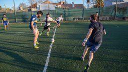 A través del Decreto Nº 1528, la Provincia autoriza desde este sábado 28 de noviembre la práctica de deportes donde los participantes interactúen e incluso tengan contacto físico entre sí, en la modalidad entrenamiento; incluido el que se denomina fútbol 5.
