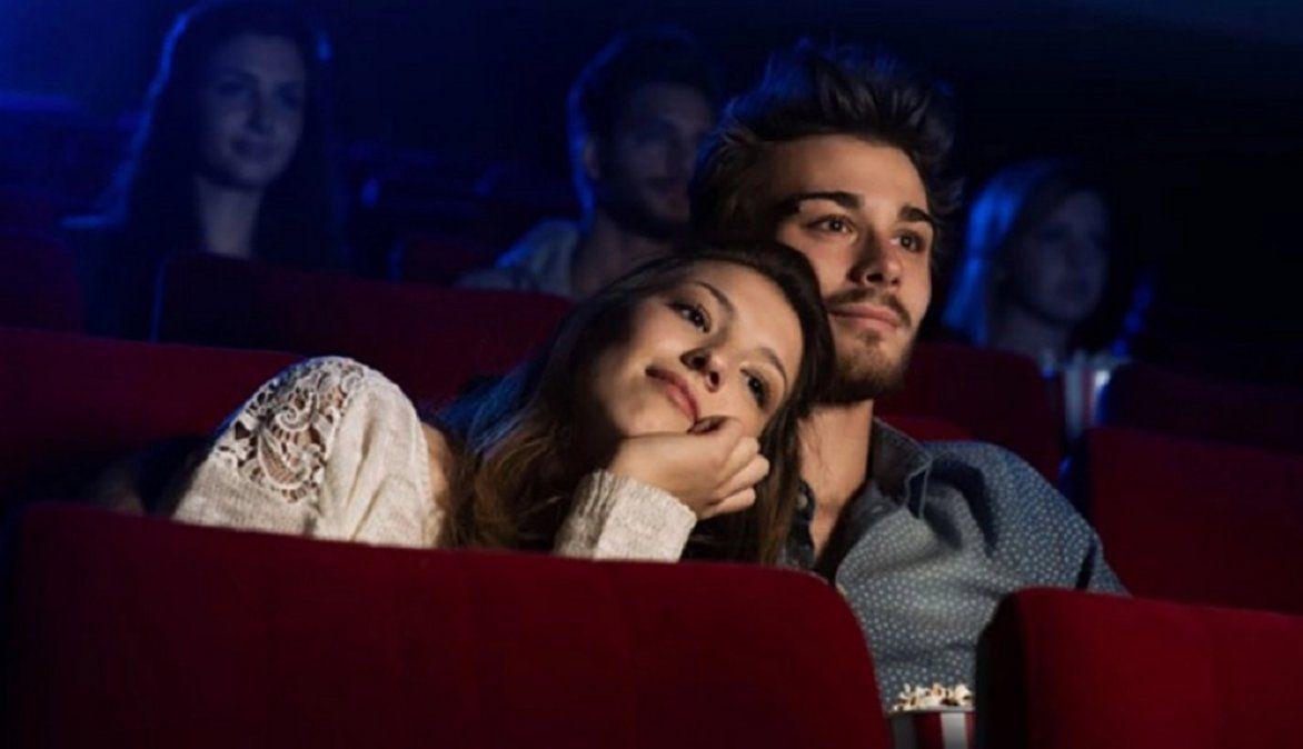 Video viral: descubrió a su marido en el cine con otra mujer.