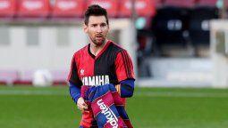 Lionel Messi y el Barcelona deberán pagar 600 euros de multa luego de que el rosarino celebró un gol mostrando la camiseta de Newells que utilizó D10S.