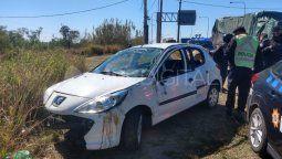 Tres personasdebieron ser trasladadas loshospitalesdeSanta Feluego delvuelcode un vehículo que se produjo en la mañana de este domingo en laruta 168.
