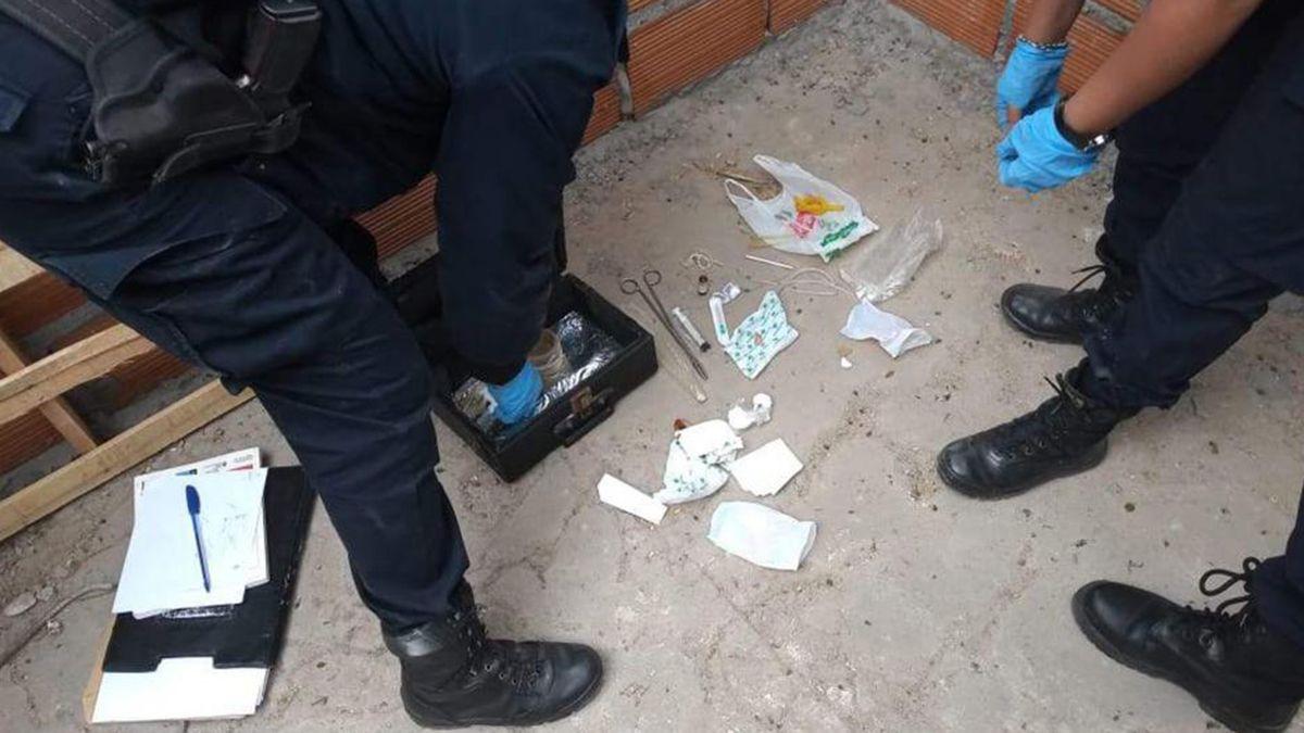 La Policía descubrió instrumentos quirúrgicos