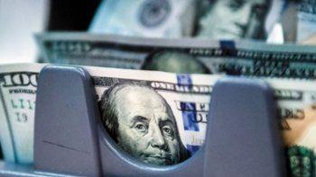 El gobierno negó que se esté endeudando al 16% en dólares para bajar el precio de la divisa