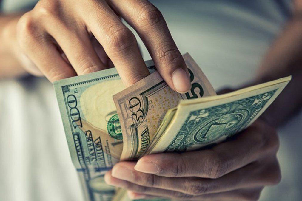 Imparable: el dólar blue subió $17 en la semana y llegó al récord de $195.