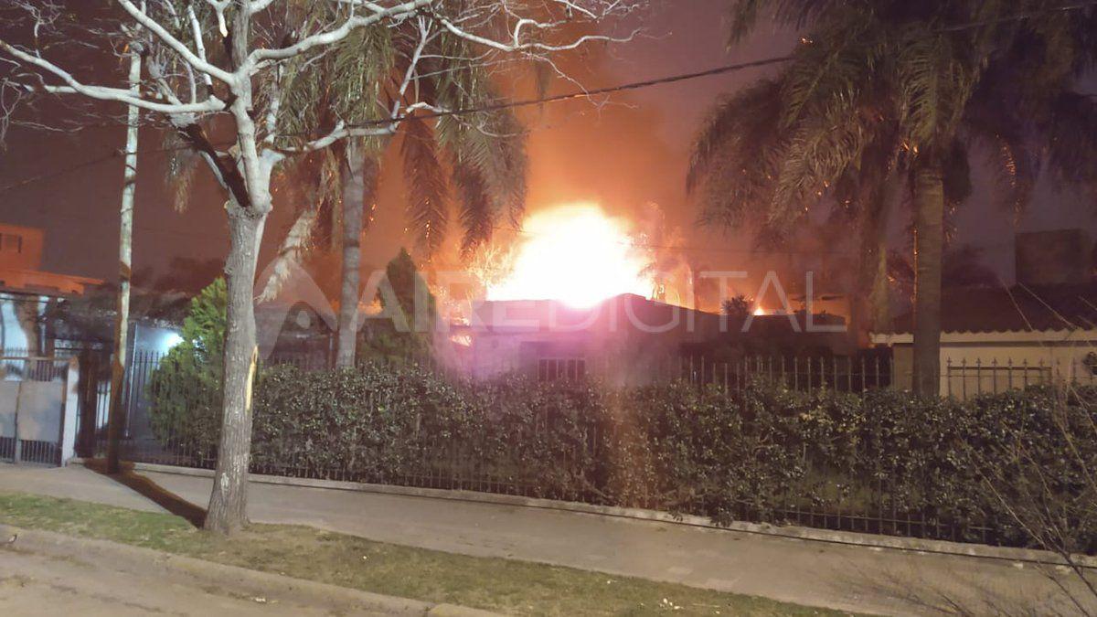 Se incendió por completo una vivienda en Santo Tomé