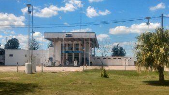 Empleados de estaciones de servicio de Calchaquí y Rosario reclaman el pago de salarios