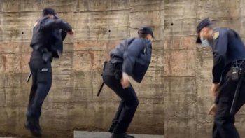 Viral: policías hacen un truco