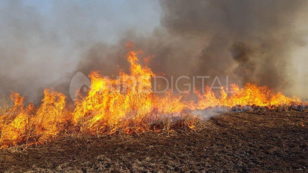 Personal Sistema Provincial del Manejo del Fuego aseguran que la situación no está controlada.