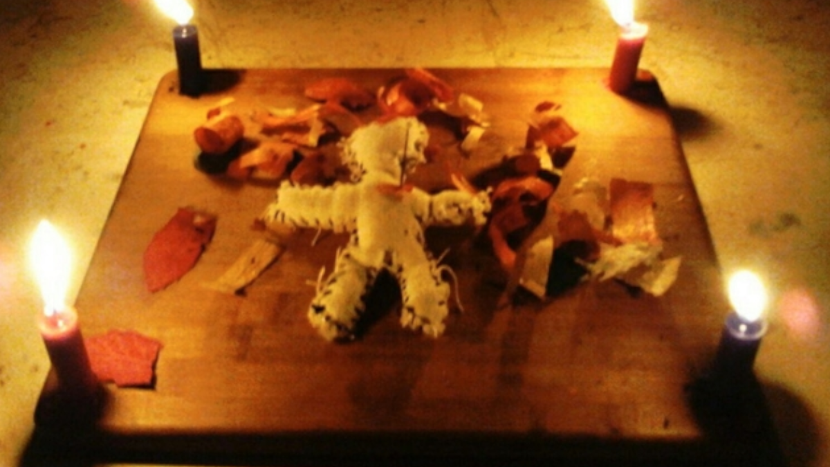 Son muchos los materiales o ingredientes que puedes utilizar para hacer este tipo de rituales amorosos