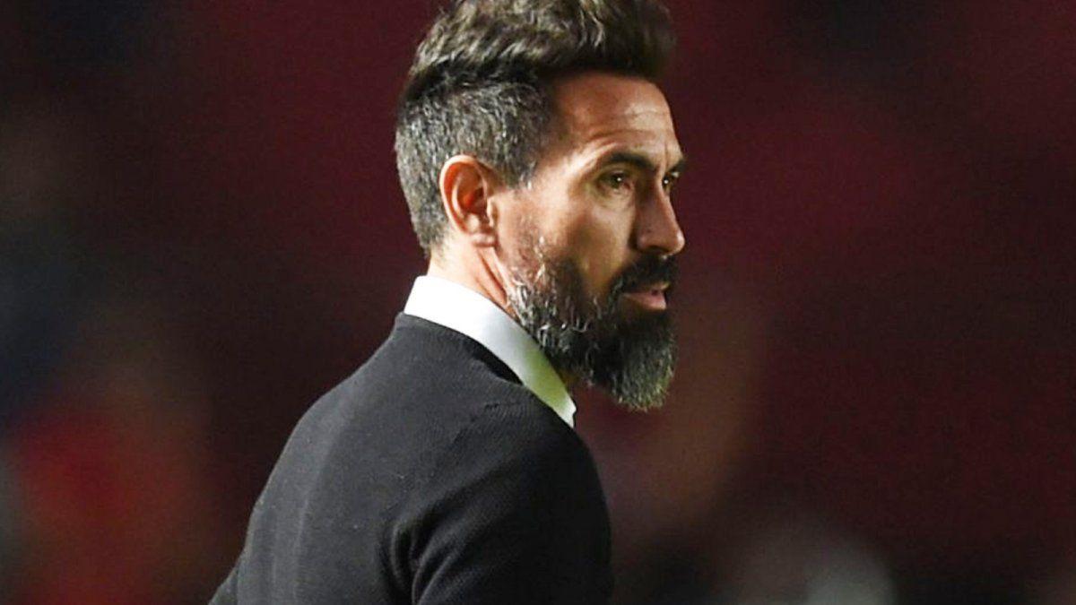 Los dirigentes de Colón y el entorno de Eduardo Domínguez confían en llegar a un acuerdo para renovar el contrato del entrenador.