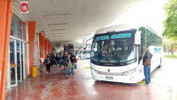 Siguen las largas filas para viajar a Paraná en la Terminal de Ómnibus