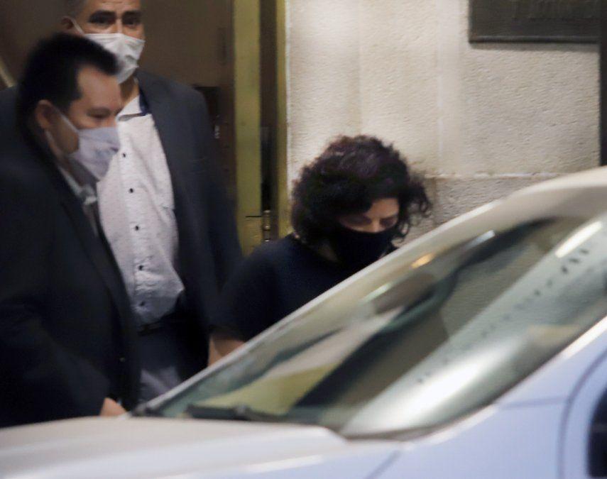 Así salía Carla Vizzotti del ministerio de Salud rumbo a la Casa Rosada, para mantener un encuentro con Alberto Fernández y Santiago Cafiero. Luego se confirmó que será la nueva titular de la cartera sanitaria a nivel nacional.