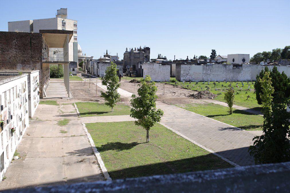 En los espacios que se demolieron se crearon un espacio verde y una galería.