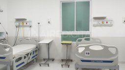 Este martes fueron instaladas cinco camas en la sala 8 del hospital Cullen, lo que permite aumentar la capacidad de atención del nosocomio en el actual contexto de pandemia por coronavirus.