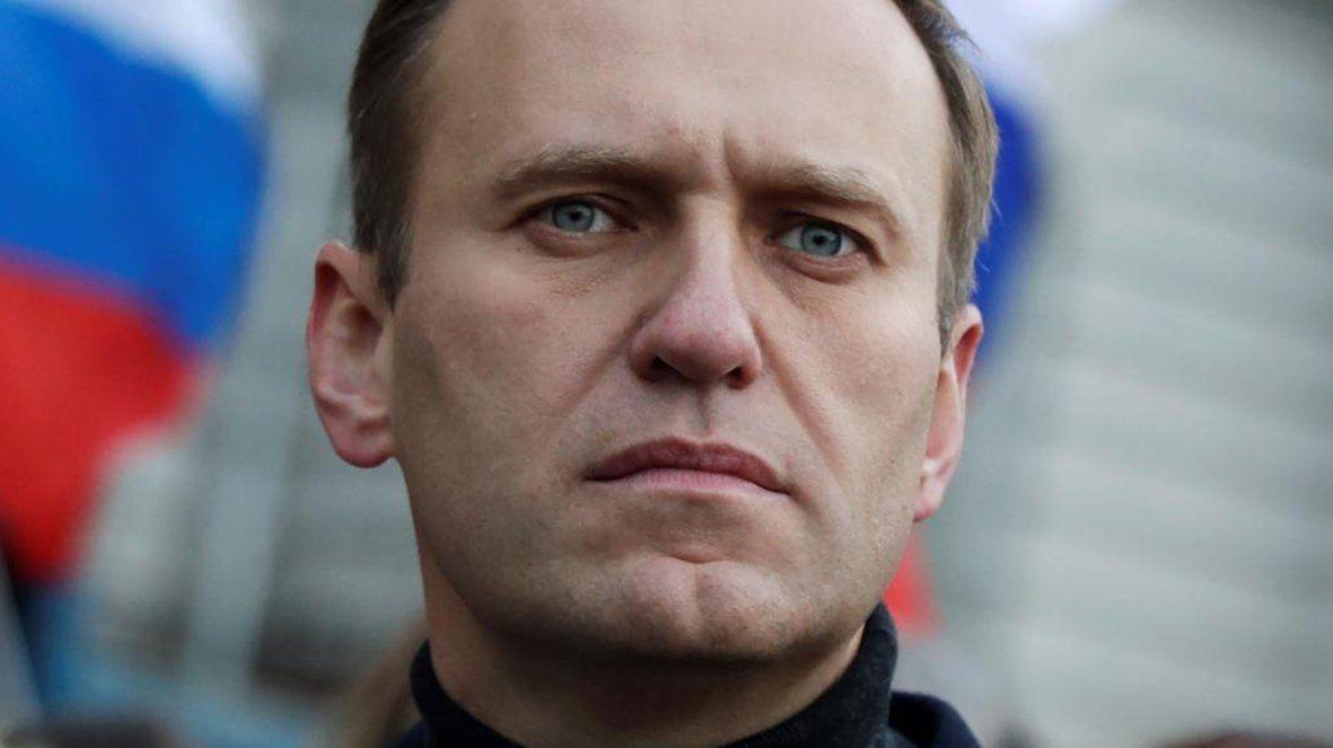 El opositor Alexei Navalny habría sido envenenado en Rusia con un agente nervioso del grupo Novichok.