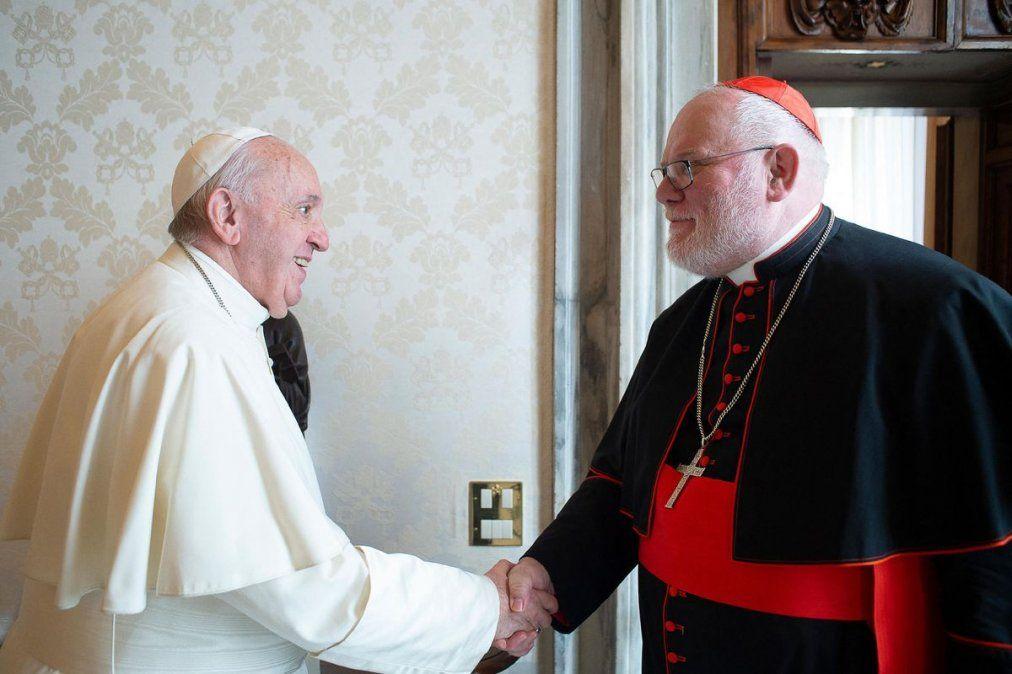 El papa Francisco rechazó la renuncia de un cardenal relacionado con abusos sexuales