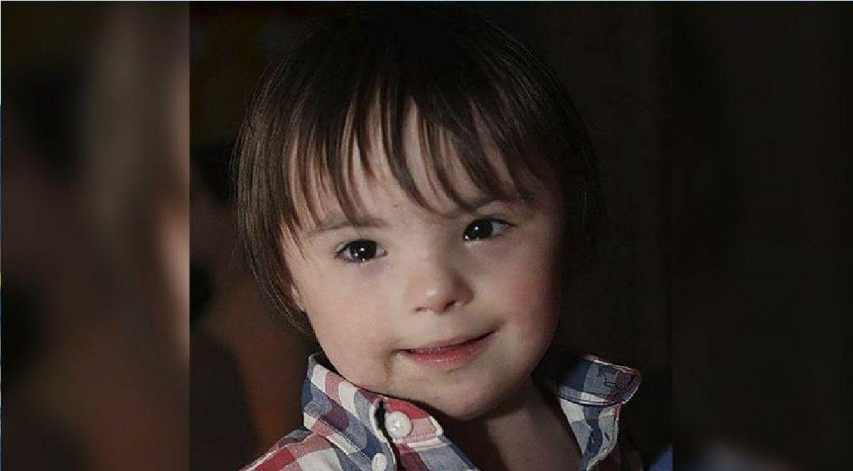 Un nene con Síndrome de Down murió al caer de un piso 7 y su madre cree que lo tiró el padre