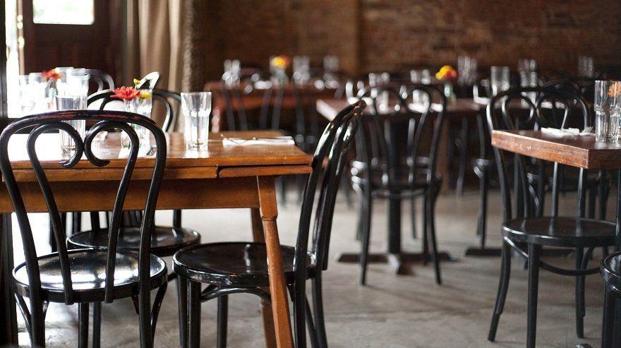 Bares y restaurantes sin clientes.