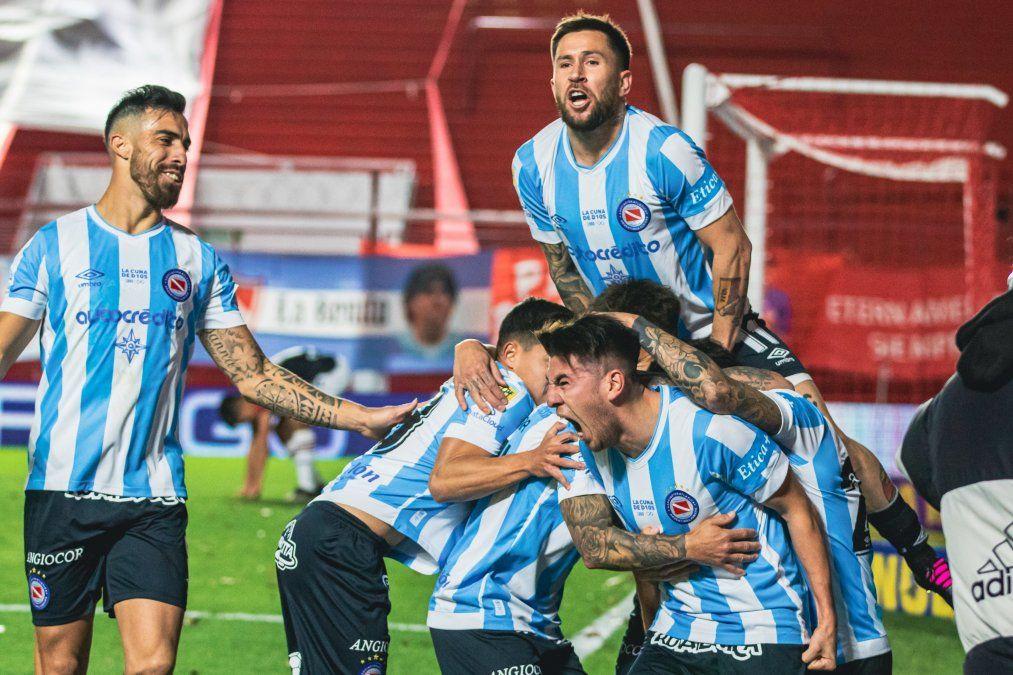 Argentinos Juniors derrotó 1-0 a Newells y sumó su primera victoria en el Torneo de la Liga Profesional.