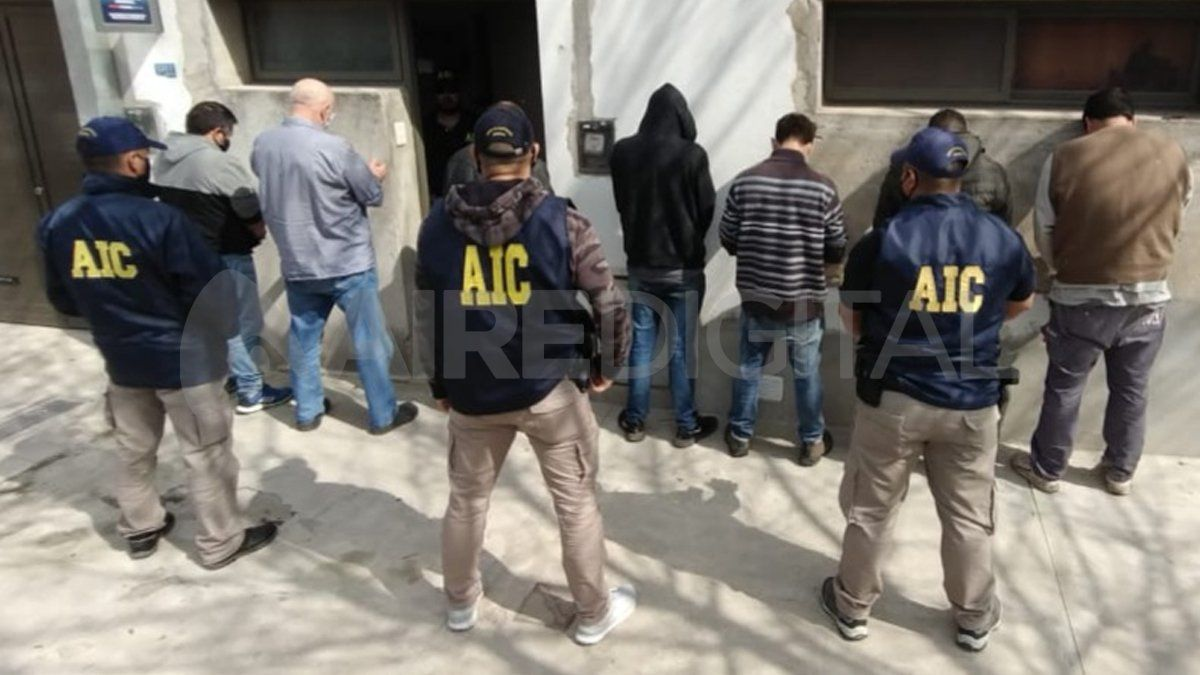 Por la causa fueron detenidos en total siete hombres que quedaron a disposición de la Agencia de Investigación Criminal.