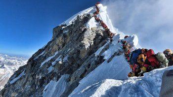 Hallan microplásticos en la cima del monte Everest